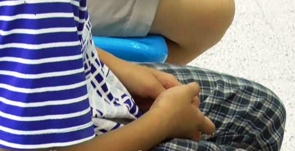 พ่อแท้ๆ จับลูกสาววัย 7 ขวบ ทำอนาจารโชว์เพื่อน ญาติโร่แจ้งความเอาผิดด่วน
