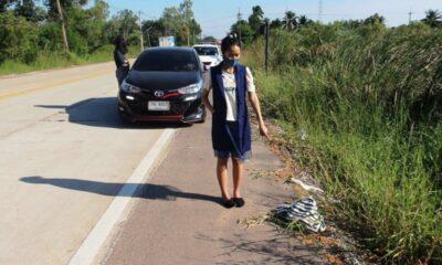 ทารกแรกเกิดได้รับการช่วยเหลือหลังจากแม่ของเขาทิ้งไว้ข้างถนน