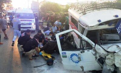 อุบัติเหตุหมู่คนเจ็บสาหัสคนขับกระบะนอนพุ่งชนรถโดยสารสาธารณะสี่ล้อที่เชียงใหม่