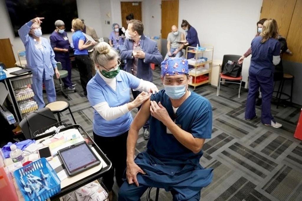 จนท.สาธารณสุขสหรัฐฯเกิดอาการแพ้รุนแรง หลังฉีดวัคซีนโควิด-19 ของไฟเซอร์
