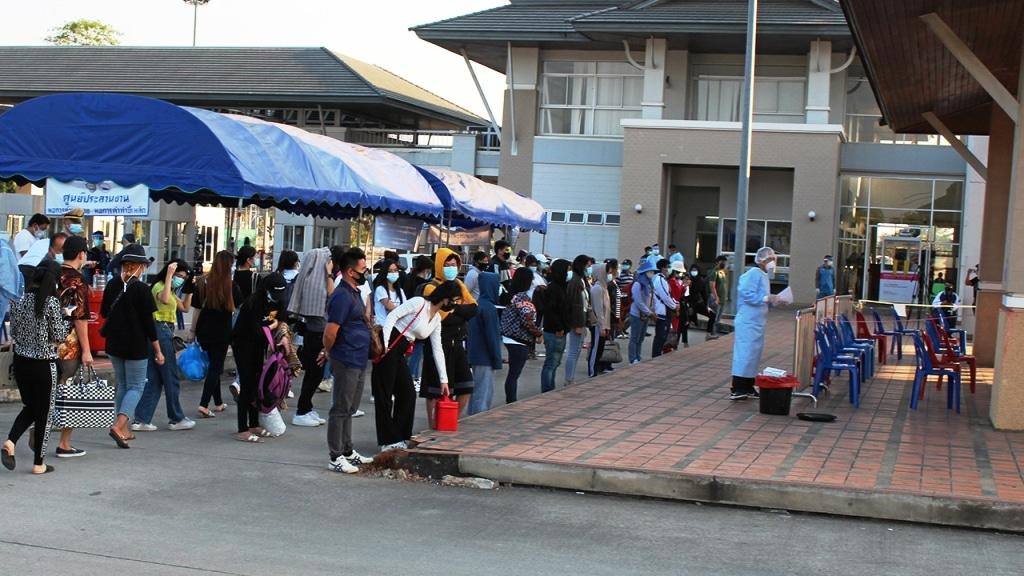 คนไทย 107 คนเดินทางกลับจากท่าขี้เหล็ก 5 ของเมียนมาด้วยการติดเชื้อ COVID-19