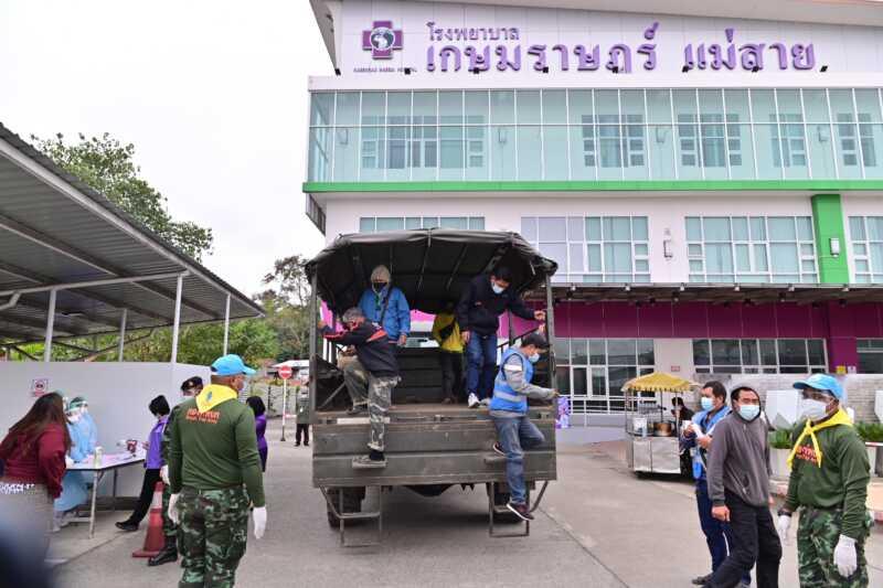 ด่านชายแดนแม่สายเข้มรถสินค้าไทยไม่มีใบตรวจโควิดห้ามผ่านเข้าพม่า