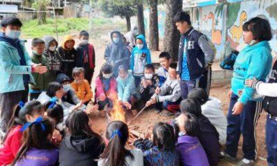 นักเรียนบนดอยหนาว 3 องศาจัดเข้าห้องเรียนไม่ไหวก่อไฟผิงในสนาม