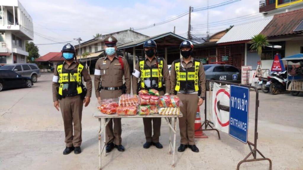 ตำรวจเชียงรายแจกของขวัญวันเด็ก พร้อมเข้มการป้องกันโควิด