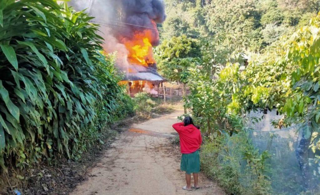 วอนผู้ใจบุญช่วยน้องนักเรียนบ้านไฟไหม้