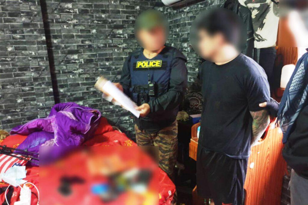 ตำรวจเชียงรายจับหนุ่มเสพยานำปืนโชว์ไลฟ์สด