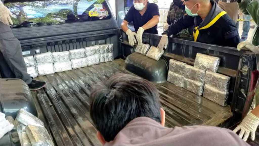 ตำรวจเชียงรายสกัดจับแก๊งค้ายายึดยาบ้า 4 แสนเม็ด
