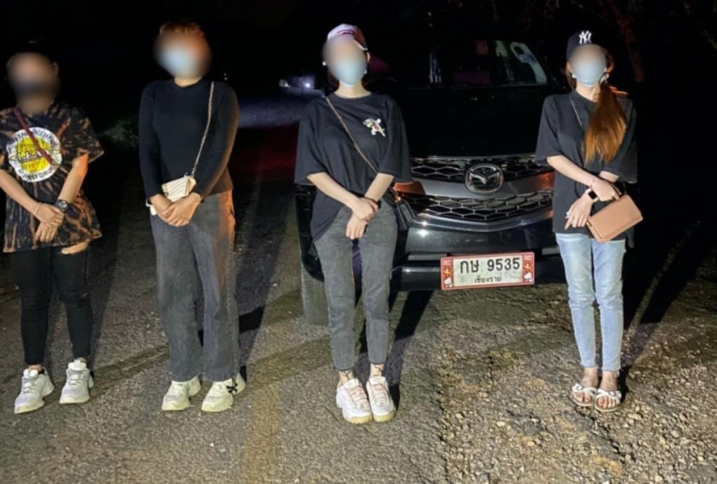 พบ 4 สาวสายเอนฯ บินลงเชียงราย เตรียมข้ามขุดทองท่าขี้เหล็ก