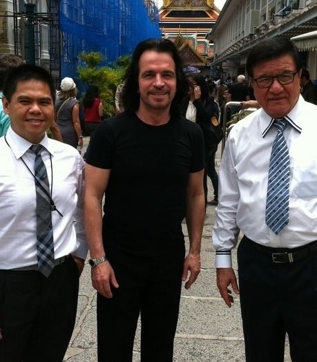 Greek Star Yanni Offers help for Flood Victims
