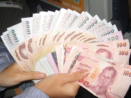 Baht Gains as Foreign Investment Grows