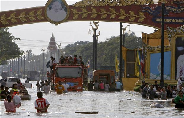 Thai Authorities Try to Stem Growing Anger Among Flood Victims