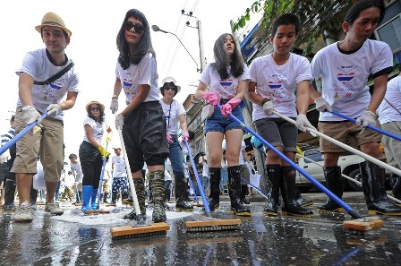 Thailand Starts to Clean Up After Flooding
