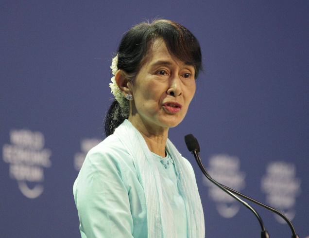 Aung San Suu Kyi Urges foreign Firms to Invest Cautiously