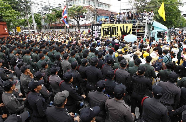 Yellow Shirt Protesters Disrupt National Unity Talks