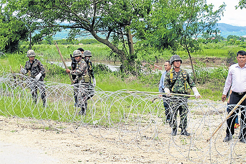 Narcotics Control Officials Construct Barbed Wire Fence along the Thai-Myanmar Border in Chiang Rai's