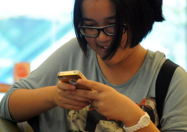 Parents Warned about Childrens Social Media Overuse