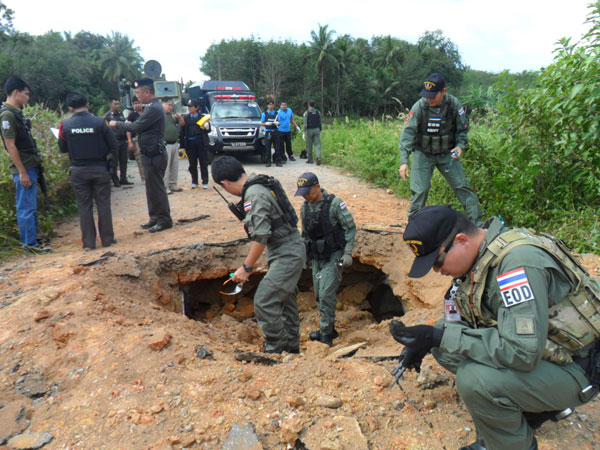 On the way to the school, the military patrol passed over a bomb planted into a water pipe