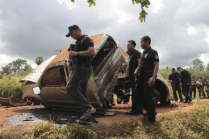 Pattani police and the Explosive Ordnance Disposal (EOD) unit rushed to the scene