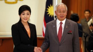 Thai Prime Minister Yingluck Shinawatra, left, and her Malaysian counterpart Najib Razak pose for photographers after their joint press conference at the latter's office in Putrajaya, Malaysia, February 28, 2013. Thai Prime Minister Yingluck Shinawatra, left, and her Malaysian counterpart Najib Razak pose for photographers after their joint press conference at the latter's office in Putrajaya, Malaysia
