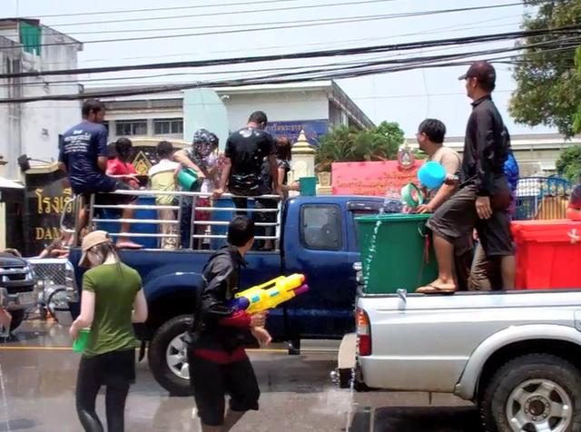 banning the practice of carrying water containers on pickup trucks and splashing water down from the trucks