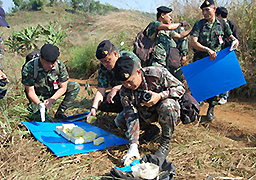 Chiang Rai Soldiers Gather evidence from shooting of Motorcycle drug runner