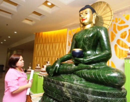 World's Largest Jade Buddha Made by Chinag Rai Carvers Makes its Debut in Malaysia