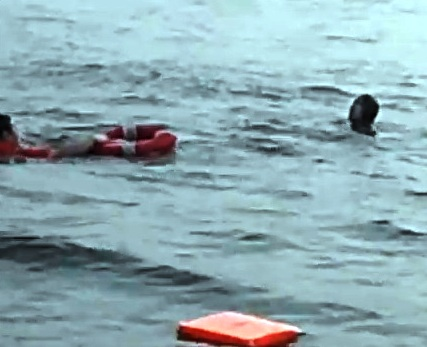 Rescuer throws lifebuoy to drowning woman in Chao Phraya river