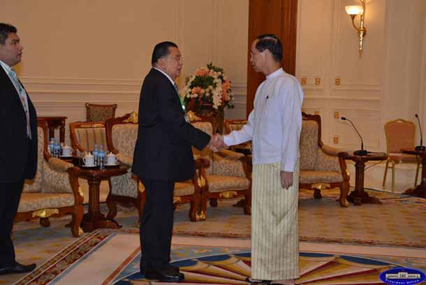 Former Thai Prime Minister Chavalit Yongchaiyudh, left, shakes hands with Burma Vice President Sai Mauk Kham during a meeting in Naypyidaw on Tuesday, May 7, 2013.