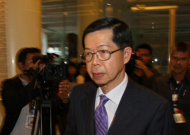Bank of Thailand Governor Prasarn Trairatvorakul maintained that the Monetary Policy Committee was under no pressure, despite the renewed attempt by Finance Minister Kittiratt Na-Ranong to force a cut in the benchmark interest rate.