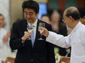 Japan's Prime Minister Shinzo Abe (L) and Burma's President Thein Sein toast during lunch at the Myanmar International Convention Center in Naypyitaw