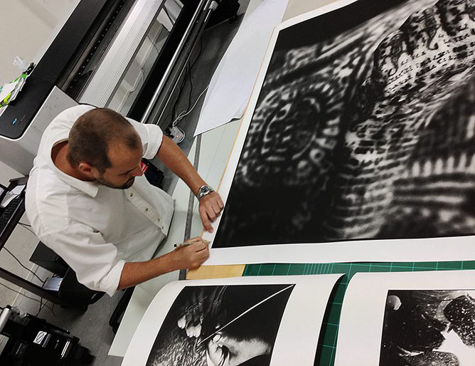 Cedric Arnold signing prints for the show at Snap! Orlando, USA. Bangkok,