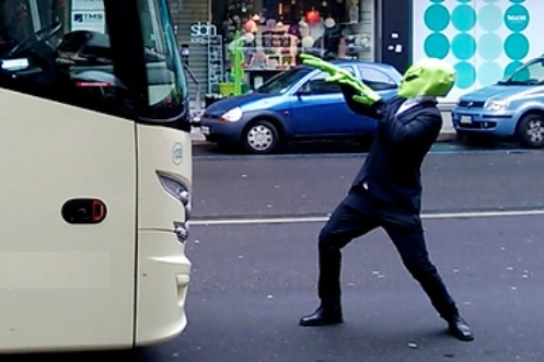 """Man Who Claim's to be a """"Super Hero"""" from a Destroyed Planet Hijacks Passenger Bus"""