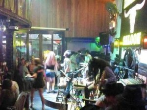 "Longhorn Saloon advertises ""jam with the band"" as one of its attractions, along with ""good music, funfunfun and friendly staff"". Read more: http://www.foxnews.com/world/2013/07/31/us-tourist-killed-in-thailand-for-refusing-to-stop-singing/#ixzz2ad4eWjM9"