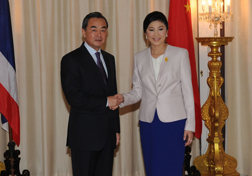 Prime Minister Yingluck Shinawatra of Thailand posing with Chinese Foreign Minister Wang Yi
