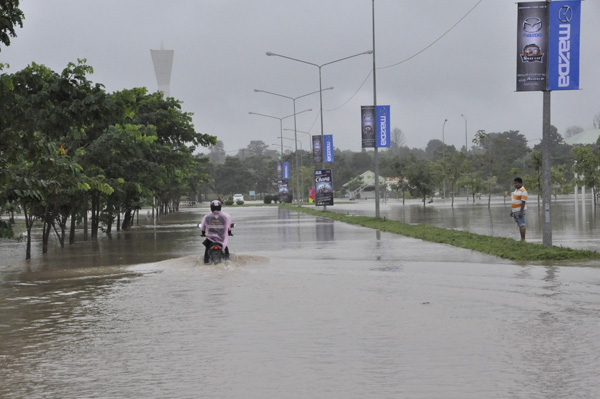 A motorcyclist negotiates a flooded road near Chatchai Hall in Nakhon Ratchasima - Photo Post