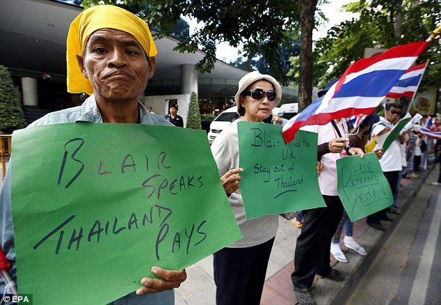 Tony Blair Greeted with Protests in Bangkok