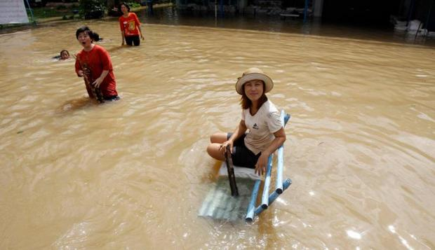 Fears Grow as Floodwaters Rise in Bangkok