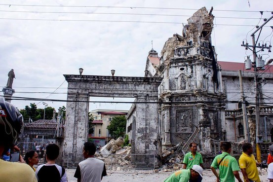 "Filipinos view the historic ""Santo Nino"" Cathedral destroyed by a 7.2-magnitude earthquake in Cebu City, Philippines"