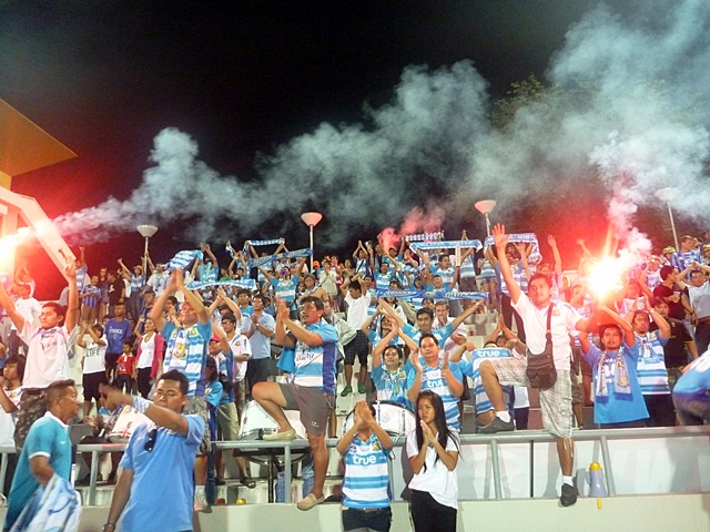 Approximately 2,000 Pattaya United fans took part in a riot at the Nongprue Football Stadium, the home of Pattaya United, on Sunday Night after the team lost their match against Chiang Rai United 1-0