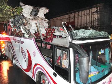 Accident Tears Off Roof of Double Decker Bus, 10 German Tourists Injured in Bangkok