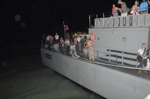 HTMS Sriracha went to rescue the stranded tourists Please credit and share this article with others using this link:http://www.bangkokpost.com/breakingnews/381483/stranded-tourists-rescued-off-phuket. View our policies at http://goo.gl/9HgTd and http://goo.gl/ou6Ip. © Post Publishing PCL. All rights reserved.