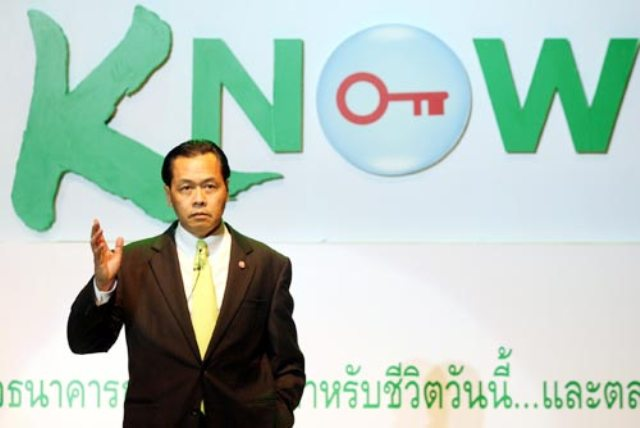 """Thai Bankers Say Thai politicians Should """"Grow Up"""""""