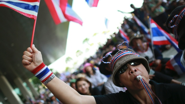 Suthep's Protests Turns Away Tourists at a Cost of Half a Billion U.S. Dollars to Date