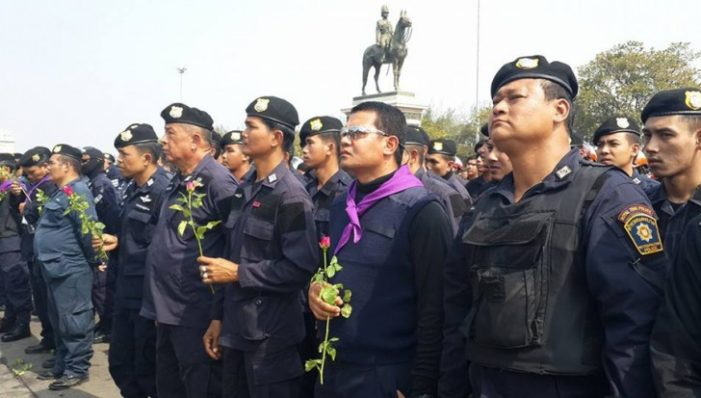 Bangkok Police Rally on Right to Self-Defence in Wake of Protests