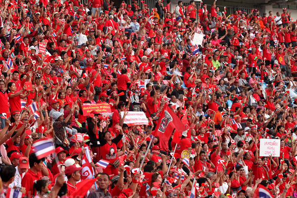 Red Shirts Threaten to 'Surround Bangkok'