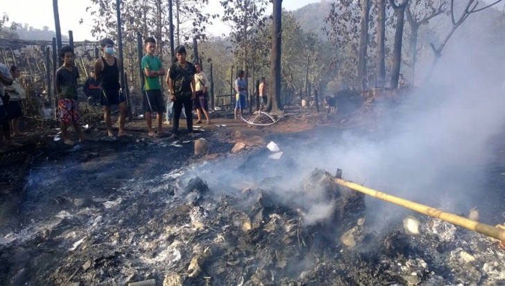 Hundreds of Karen refugees were left homeless after more than 100 wooden houses in a refugee camp in Tha Song Yang district of Tak province were burned down