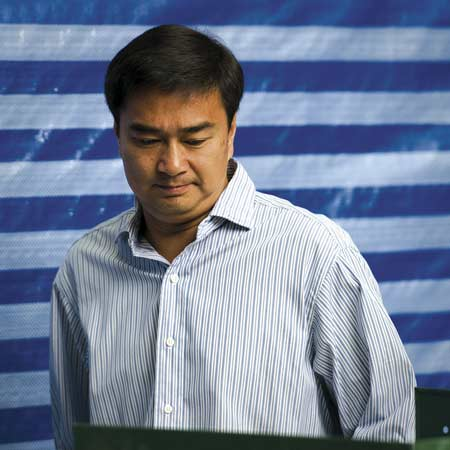 Abhisit's Dilemma, Democrat Party Party Divided Over Running in Election