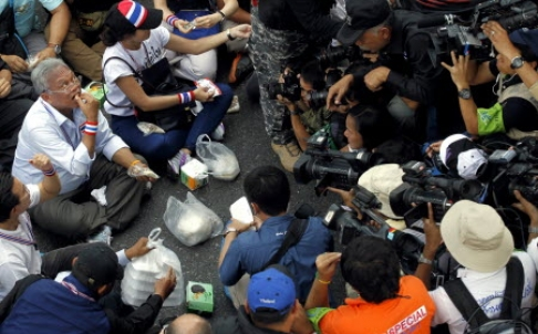 Suthep Continues Protests But Turn Out Dwindles