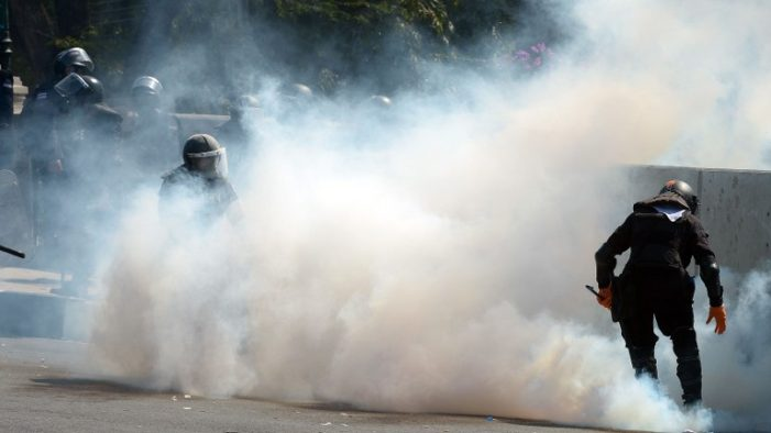 Mobs BeSiege Government House and 3 TV Stations in Bangkok – Videos