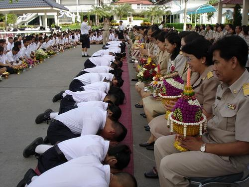 The Students also recite the wai kru chant (บทไหว้ครู) , which expresses respect for, and gratitude to the teachers, and asks for the teachers' blessing of their studies